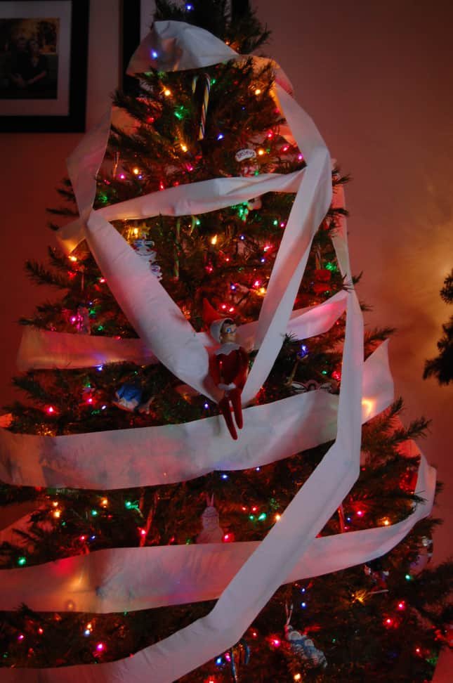 25 elf on the shelf quick and easy ideas that take under 5 mins tp the christmas tree solutioingenieria Images
