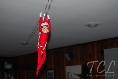 25 elf on the shelf quick and easy ideas that take under 5 for Elf on the shelf balloon ride