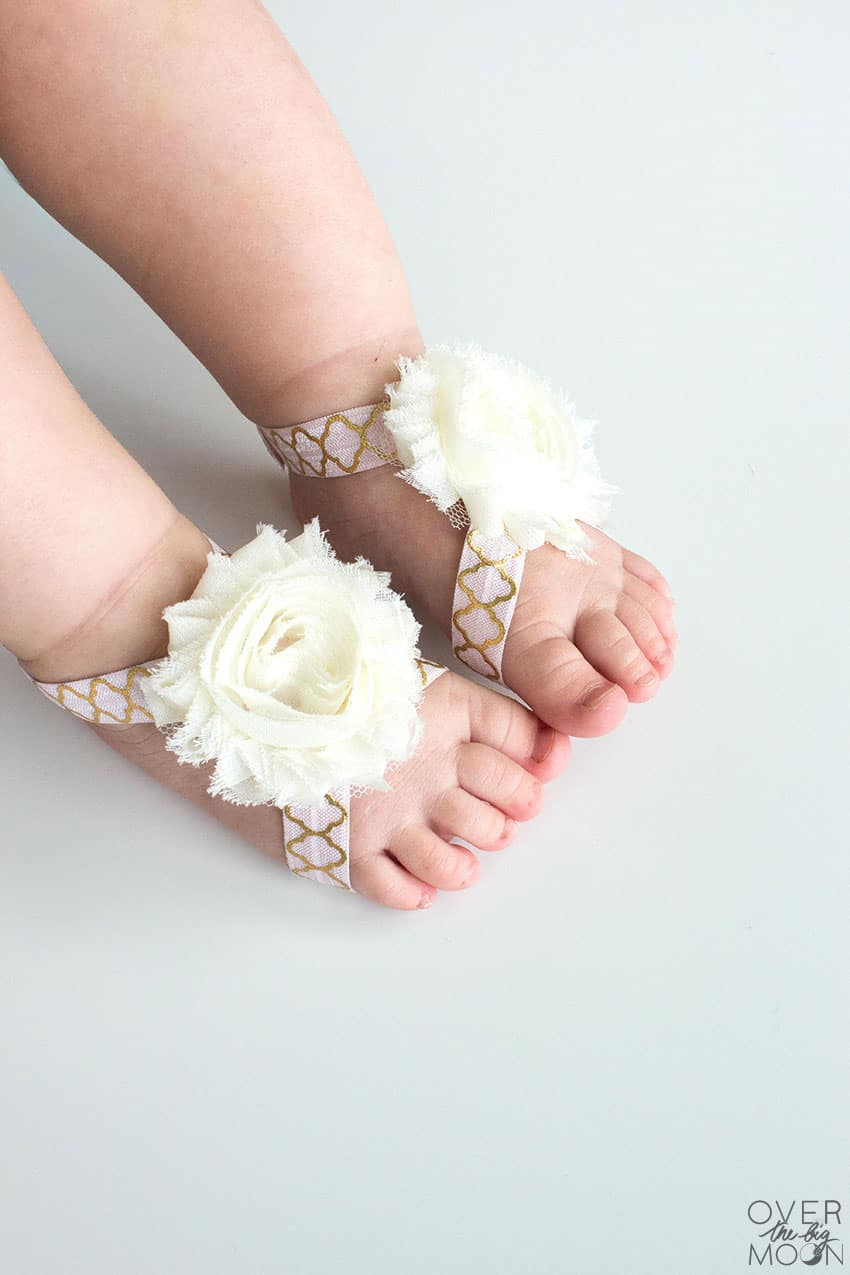 Precious Baby Feet in No Sew Baby Barefoot Sandals from overthebigmoon.com!