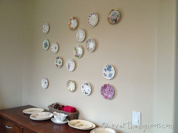 plate wall12 thumb Heirloom Plate Wall Made Easy