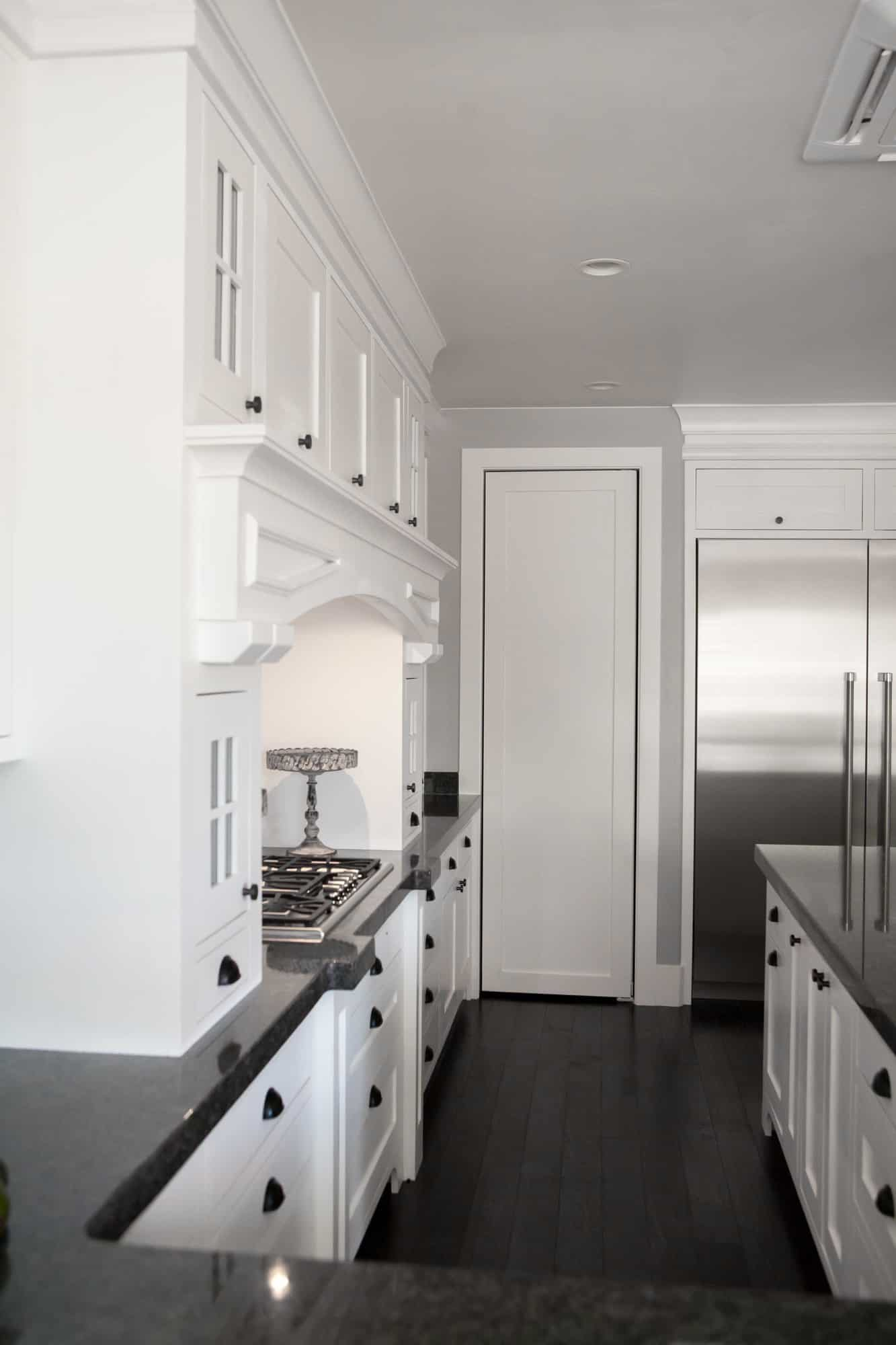 10 Rules to Creating the Perfect White Kitchen - this is a must read before designing or remodeling your dream kitchen! From overthebigmoon.com!