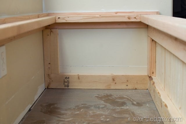bench5 thumb DIY  Storage and Seating Bench!