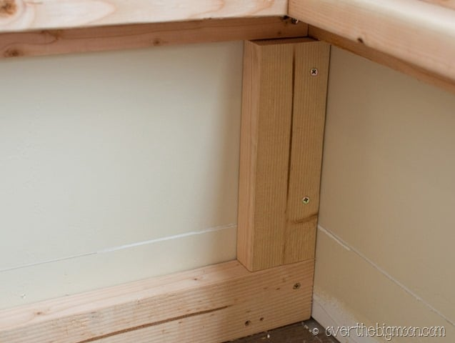 bench9 thumb DIY  Storage and Seating Bench!