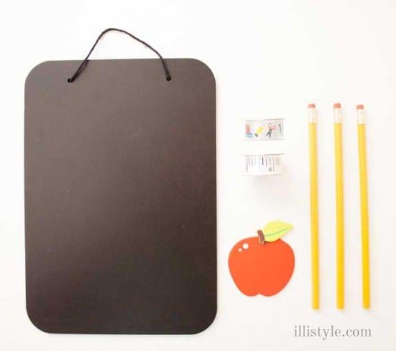 DIY Teacher's Gift Chalk  Board door hanger - illistyle.com