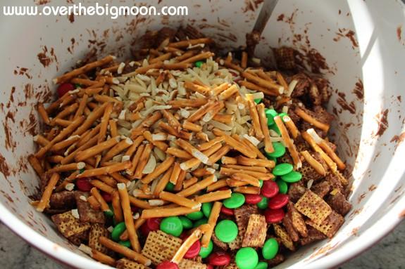 mixn reindeer chow Chocolate Peanut Butter Reindeer Chow