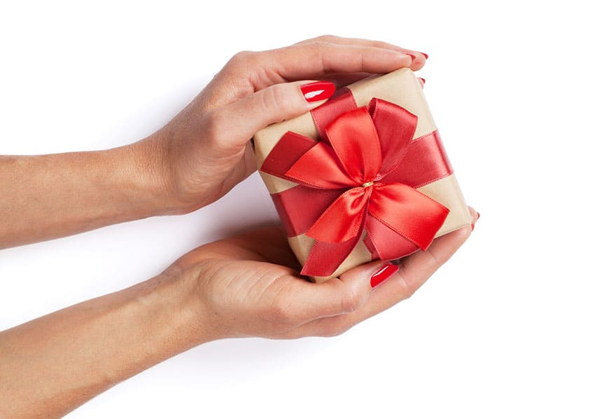 Need gift ideas for Valentine's Day for your man? Check out these fun ideas for ALL budgets! From overthebigmoon.com
