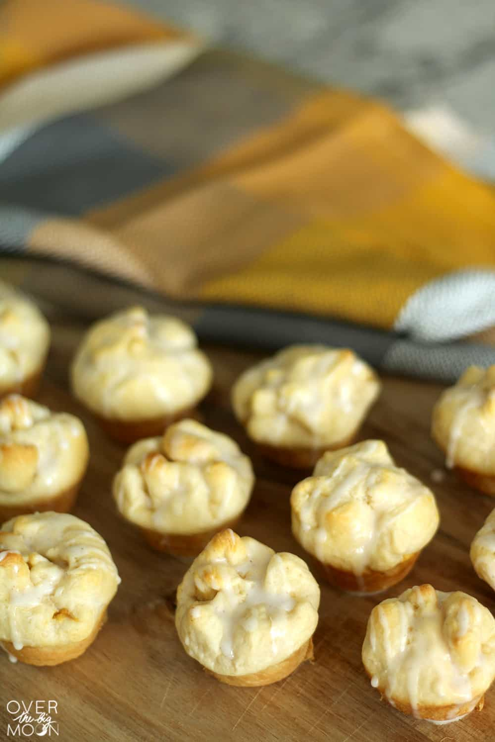 Pumpkin Cheesecake Puffs - the perfect light Fall dessert that melts in your mouth! From www.overthebigmoon.com