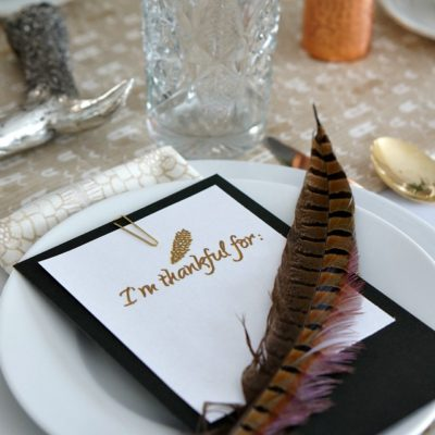 A Simple and Sweet Thanksgiving Table Setting - come see all the details and print out this simple I'm Thankful For Printable! www.overthebigmoon.com!