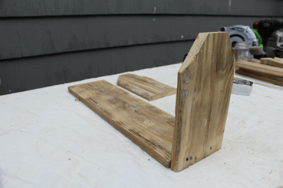 An awesome gift idea, this rustic tool crate is the perfect DIY project for anyone with a farmhouse style home. The best part: it can be made in under an hour!