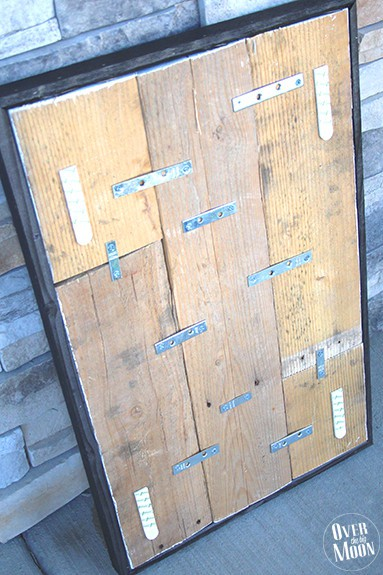 Rustic Elf Parking Pallet Sign Tutorial - your kids will love this! From www.overthebigmoon.com!