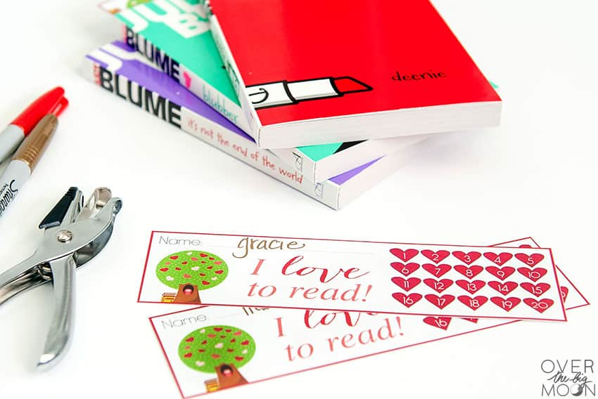 Fun Heart themed Printable Bookmarks that can punched off as they read!