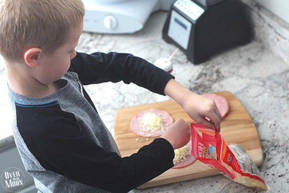kids-making-lunch