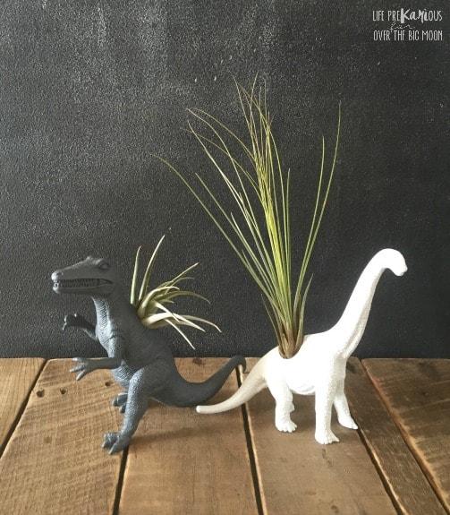 http://overthebigmoon.com/wp-content/uploads/2016/02/DIY-Dinosaur-Air-Plant-Vase3.jpg