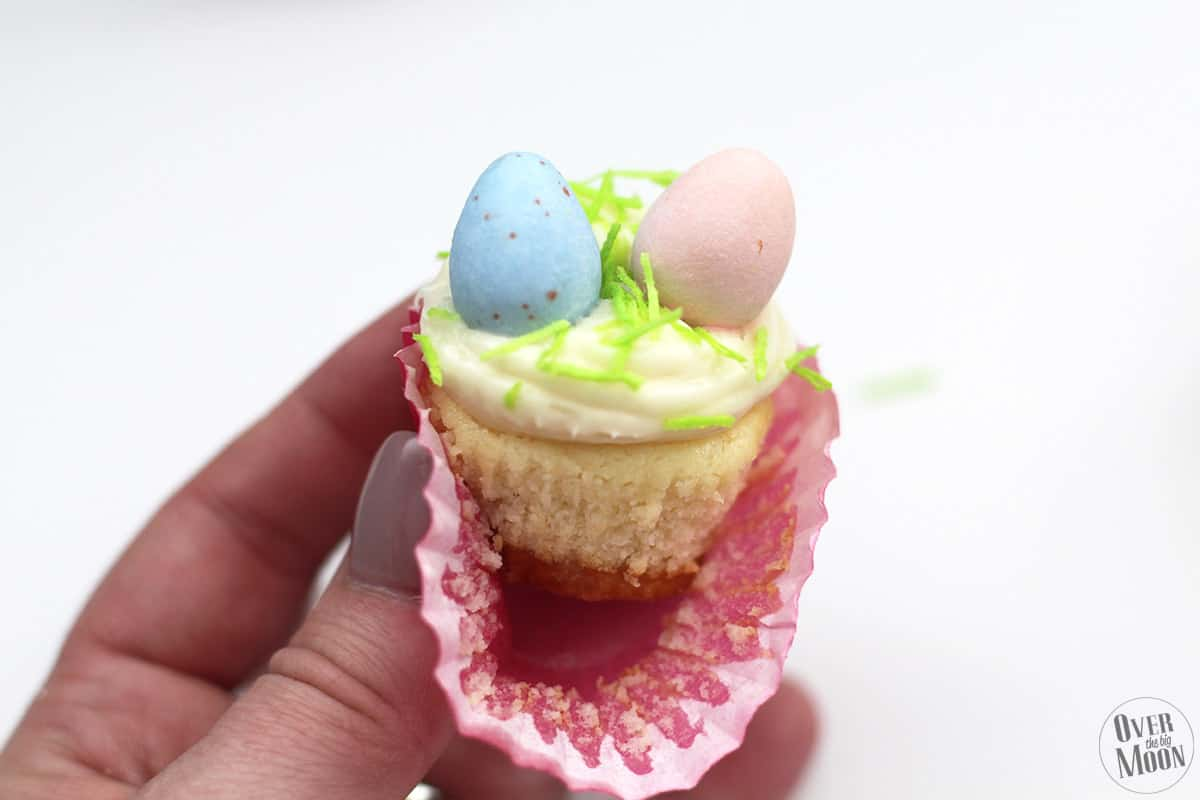 Easter Cadbury Mini Cheesecakes - this dessert is SUPER yummy and the decorations are super easy! Nothing too fancy and kids love it too! From www.overthebigmoon.com!