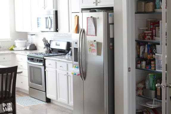 Such a simple small pantry update that makes a big difference and makes it much more functional! From www.overthebigmoon.com!