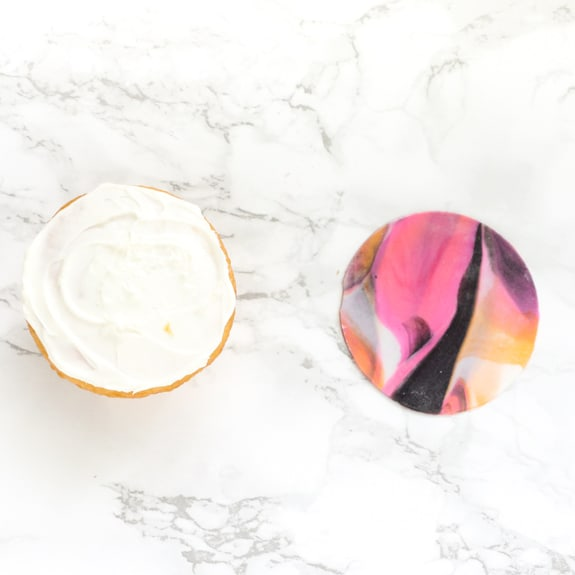Easy Marbled Fondant Cupcakes