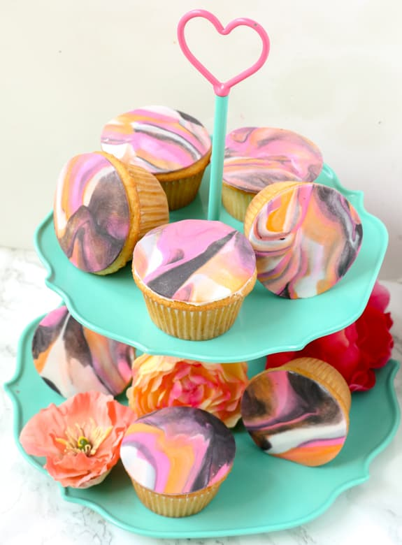 http://overthebigmoon.com/wp-content/uploads/2016/05/Marbled-Fondant-Cupcakes-7.jpg