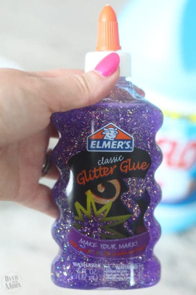Easy Kids Slime - it only takes 3 ingredients and 5 minutes to make this fun slime! Kids love it! Recipe from www.overthebigmoon.com!