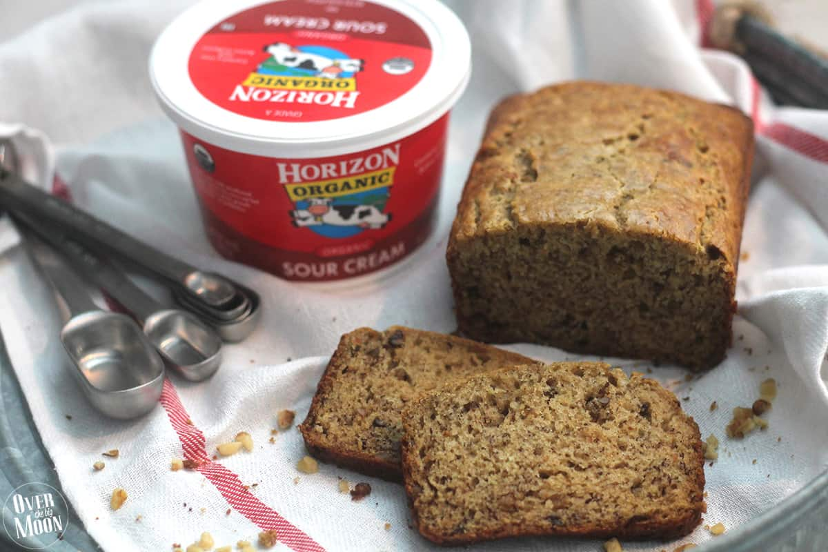 Sour Cream Banana Bread - this banana bread is soo tasty and easy to ...