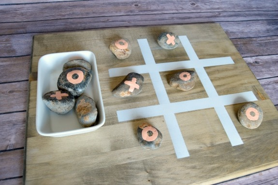 http://overthebigmoon.com/wp-content/uploads/2016/07/DIY-Outdoor-Tic-Tac-Toe-Game.jpg