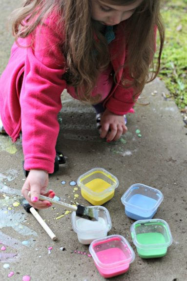Homemade-Sidewalk-Chalk-Paint-13
