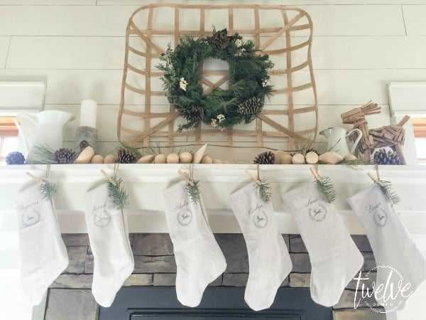farmhouse-christmas-mantel4