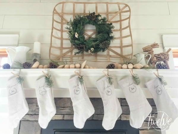 farmhouse-christmas-mantel4