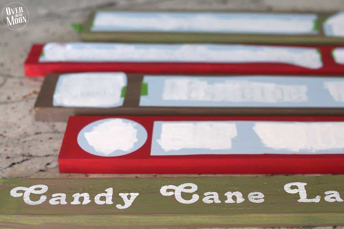 Holidays: DIY North Pole Sign- how to make this cute sign, step 8.