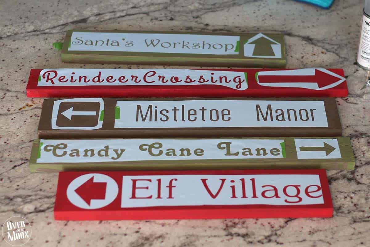 Holidays: DIY North Pole Sign- how to make this cute sign, step 7.