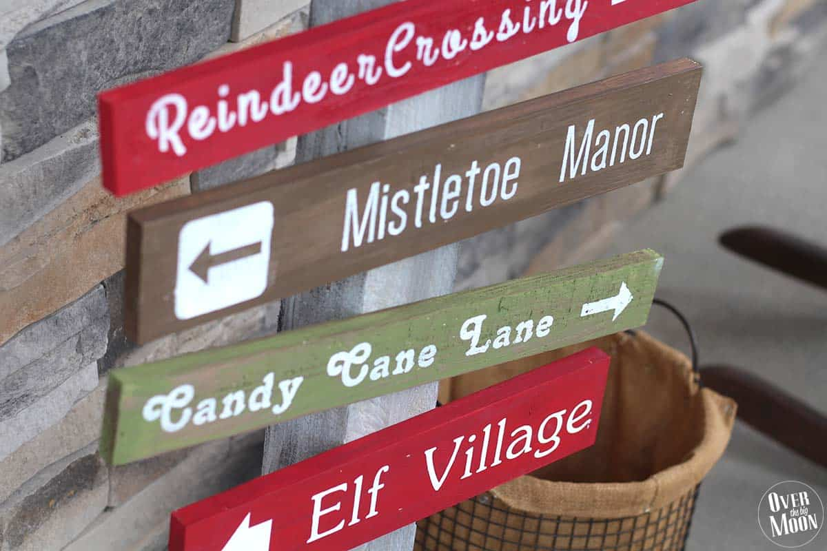 Holidays: DIY North Pole Sign- make this adorable DIY sign to sit on your porch for Christmas.
