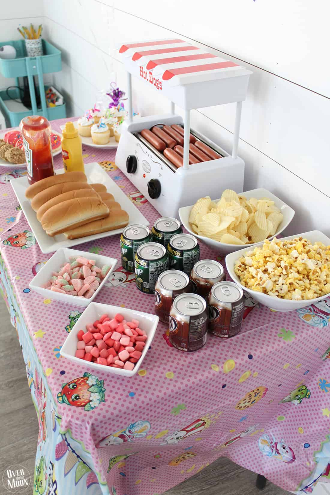 How to Have a Simple Kids Birthday Party Over The Big Moon
