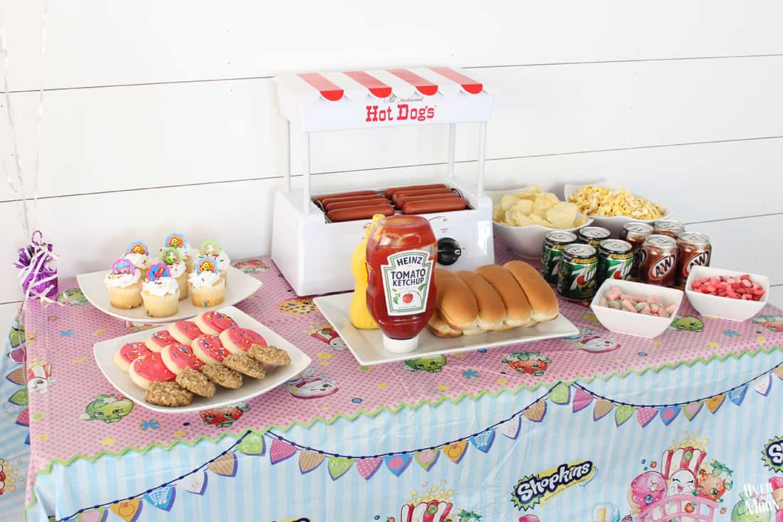 How to Have a Simple Kids Birthday Party - Shopkins Party | www.overthebigmoon.com