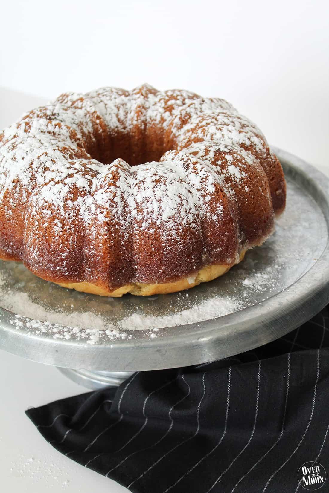 Old Fashioned Butter Bundt Cake -- overthebigmoon.com
