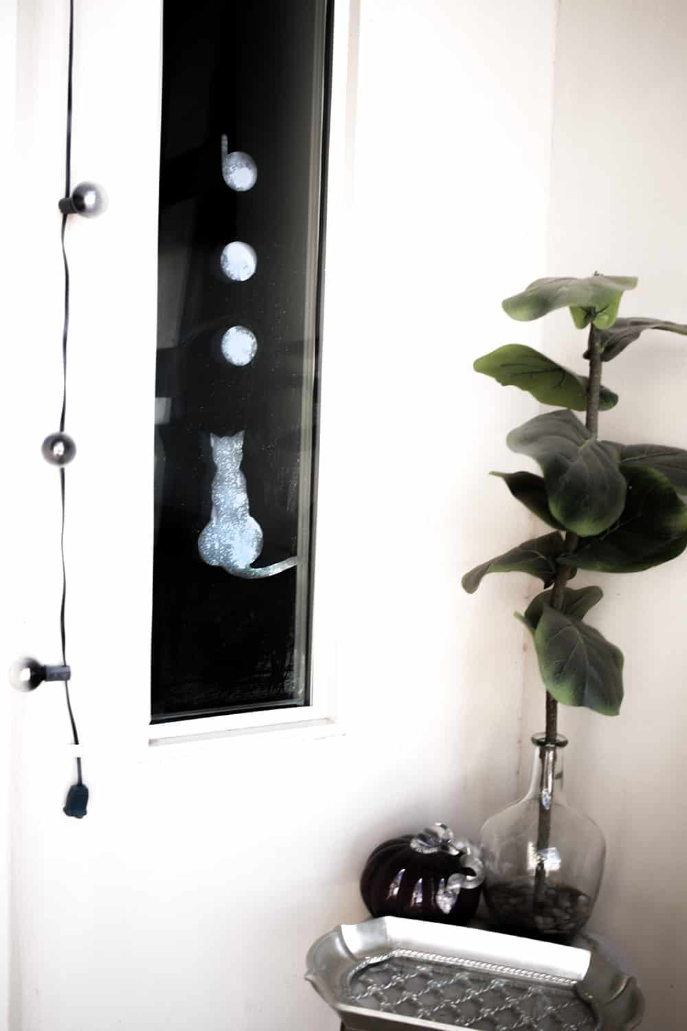 these diy halloween window clings are so simple and minimal theyre perfect for