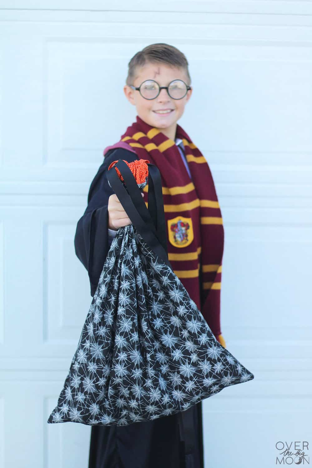 The perfect trick or treat bags for kids - Pillowcase Trick or Treat Bags with a drawstring top! From www.overthebigmoon.com!