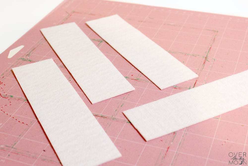 These Fabric Bookmarks are so easy to make! This is the perfect beginners sewing project! From www.overthebigmoon.com!