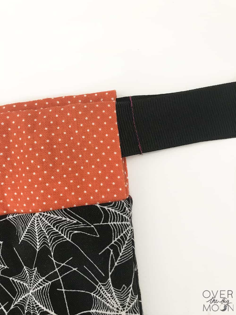 Drawstring Pillowcase - perfect for kids to collect candy on Halloween with! From www.overthebigmoon.com!