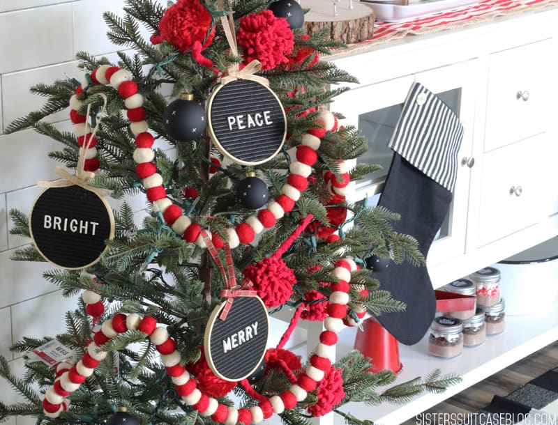 DIY Letter Board Christmas Ornaments from SisterSuitecaseBlog!