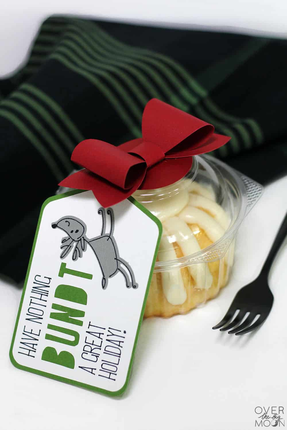 Easy Christmas Gift Idea with Gif Tag from www.overthebigmoon.com
