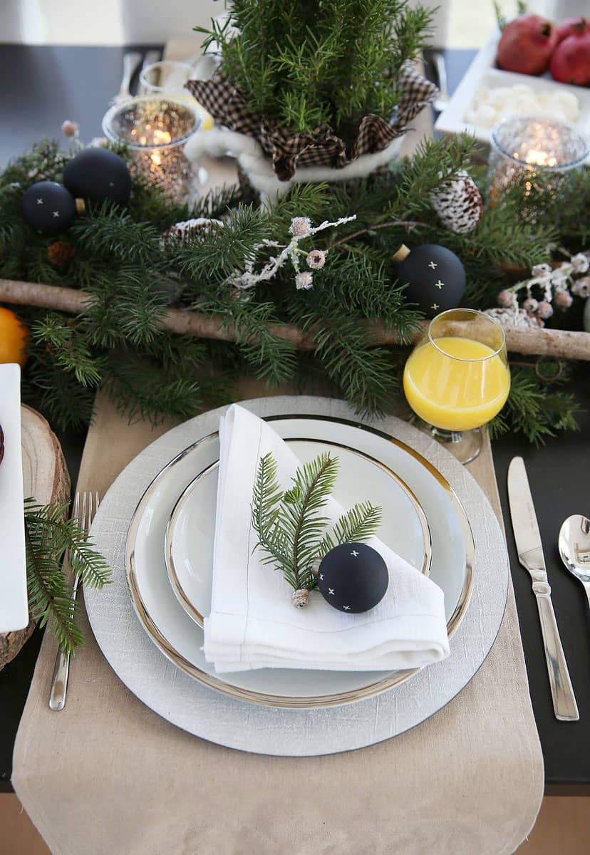 Christmas Breakfast Table Setting Idea and Brunch Menu Ideas! From www.overthebigmoon.com!