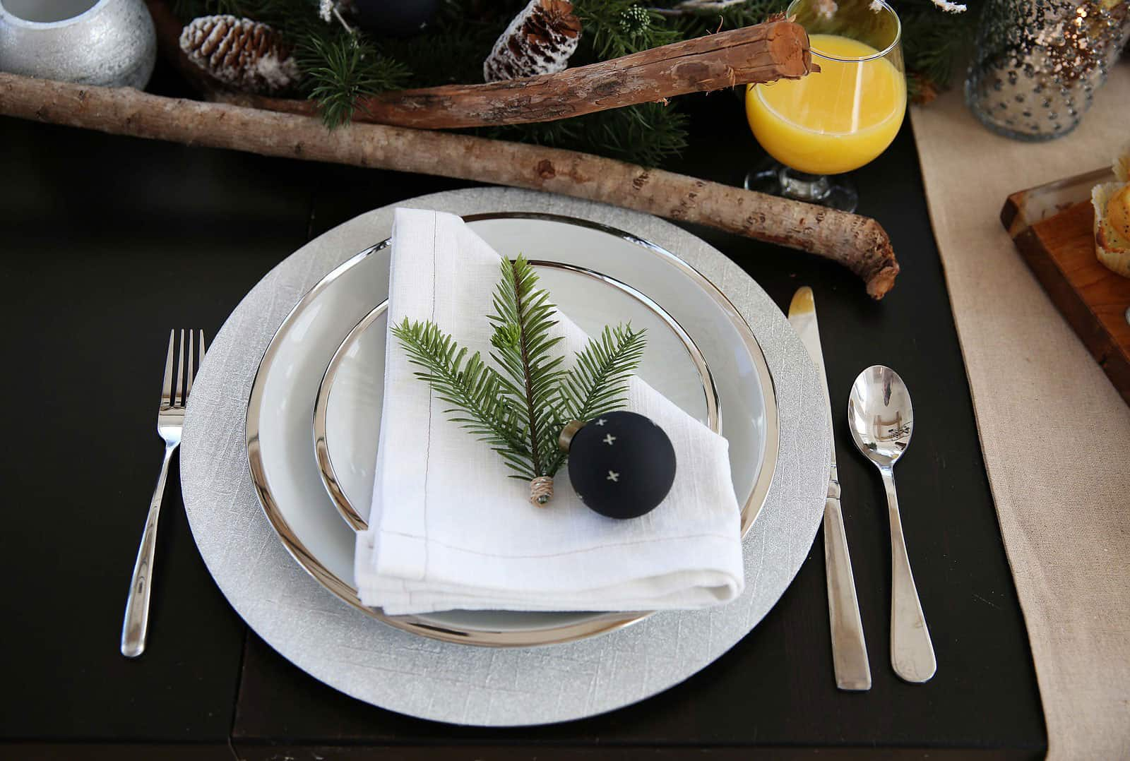 Simple Place Setting Idea for your Christmas Table! From www.overthebigmoon.com!