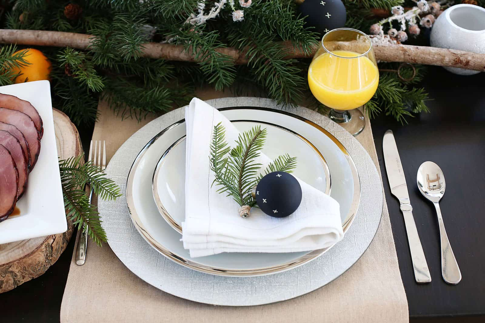 Easy Christmas Place Setting for your Christmas Breakfast or Brunch! I'm also sharing some great brunch recipe ideas for you guys! From www.overthebigmoon.com!