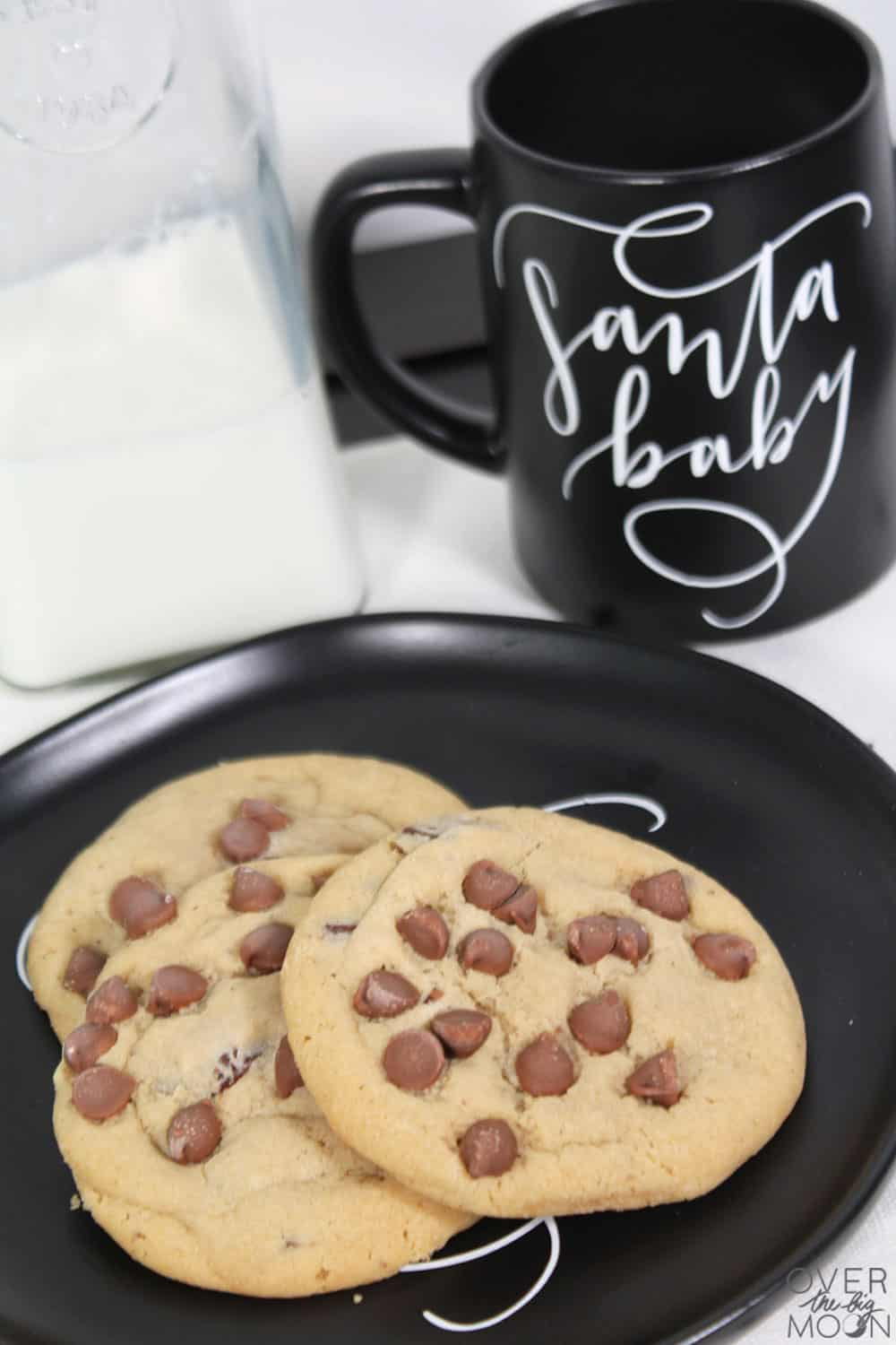 The milk and cookies for Santa never looked so good! Check out this fun DIY! From overthebigmoon.com!