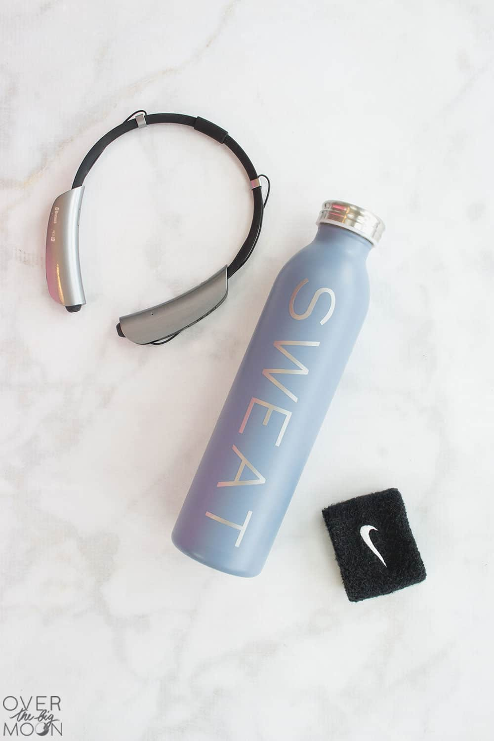 Customize your gym water bottle with this easy vinyl design! I've got it and 9 more designs perfect for moms! From overthebigmoon.com! #vinyl #tumbler #cricutmade #cricut