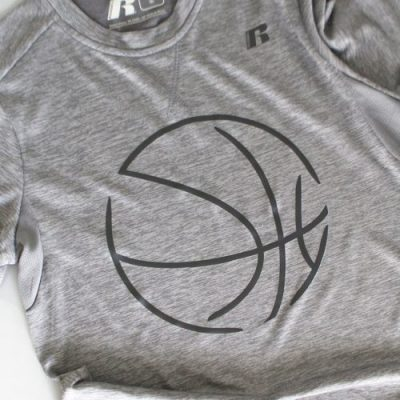 Kids customized Basketball Shirts - a super easy and inexpensive project! From overthebigmoon.com!