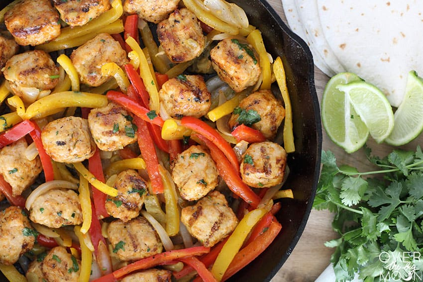 Fast Chicken Fajitas - perfect for those busy weeknights! From overthebigmoon.com!