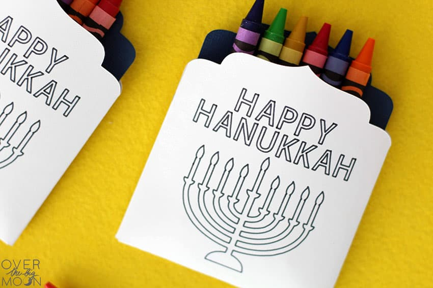 Hanukkah Crayon Pouches for the dinner table! From overthebigmoon.com!