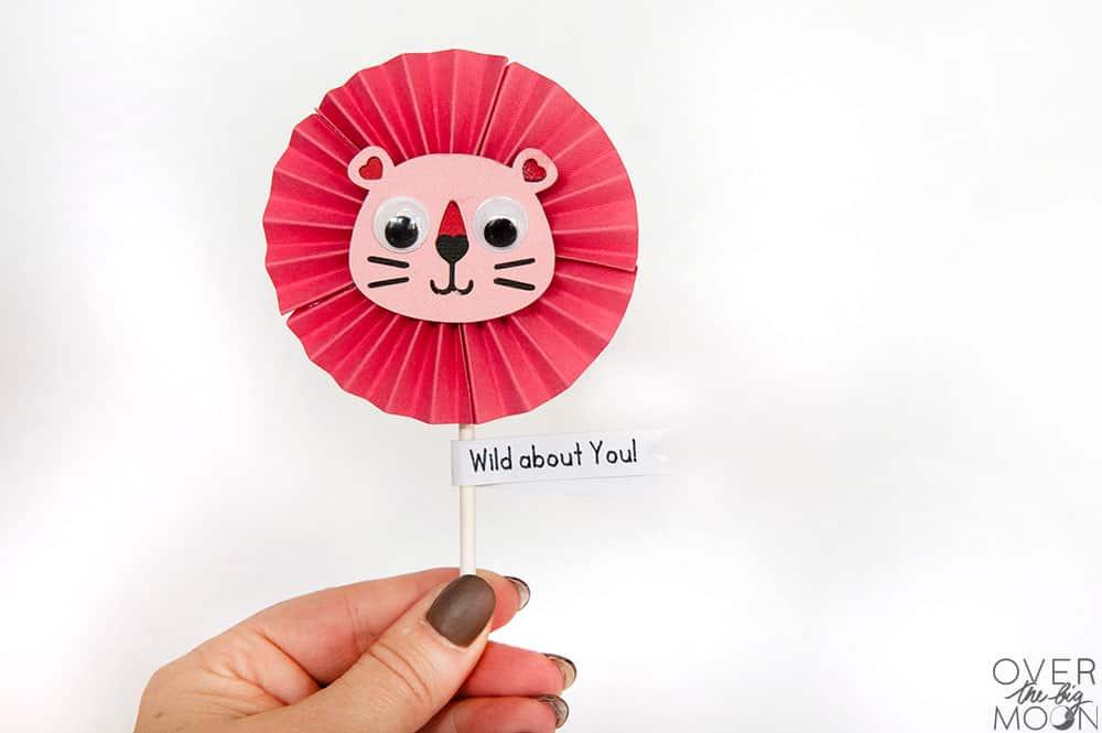 Sucker Valentine Topper - makes the cutest little Lion Valentine! From overthebigmoon.com!