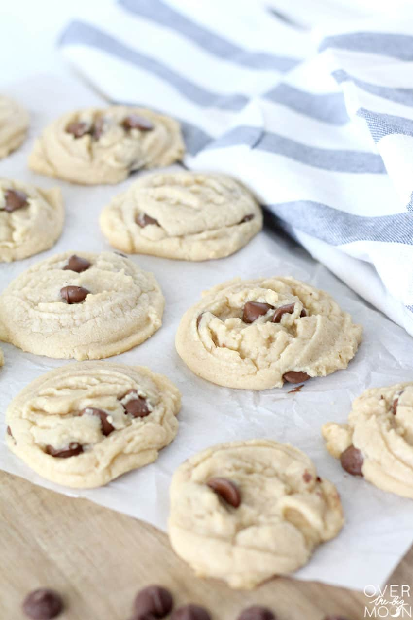 The Best Chocolate Chip Cookies from overthebigmoon.com!