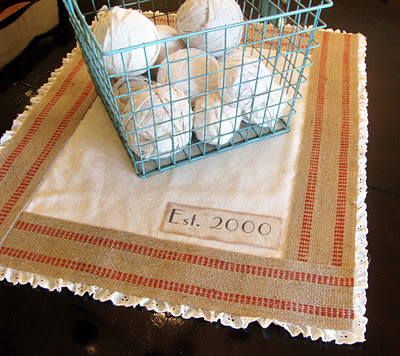 30 No Sew Table Runner   Guest Post by Sundi from Life of a Cheap Chickadee